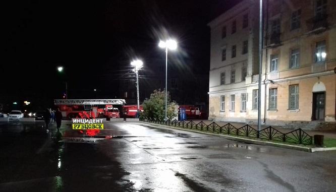 Осыпающееся здание исторической гостиницы Рубцовске серьезно пострадало пожаре