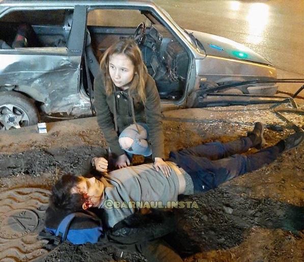 Два отечественных авто разбросало стороны после жесткого столкновения барнаульской Грильницы