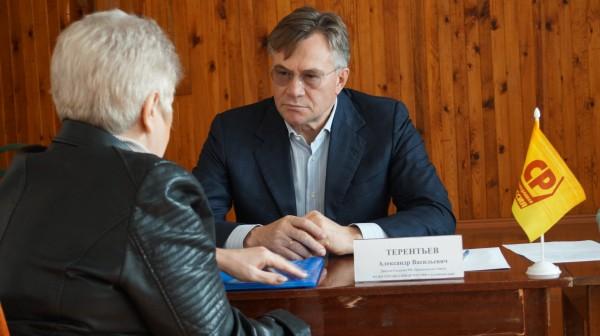 Будем биться Александр Терентьев приеме граждан подключился решению проблем рубцовчан