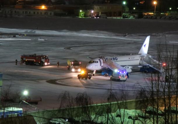 Летевший Санкт-Петербурга Барнаул Sukhoi Superjet совершил экстренную посадку пути