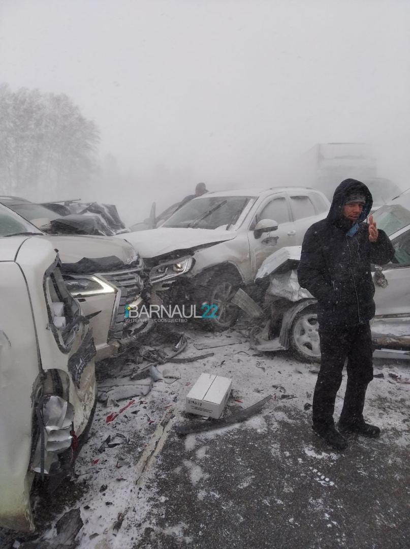 В массовой аварии Павловском алтайской трассе столкнулись более десятка автомобилей обновлено