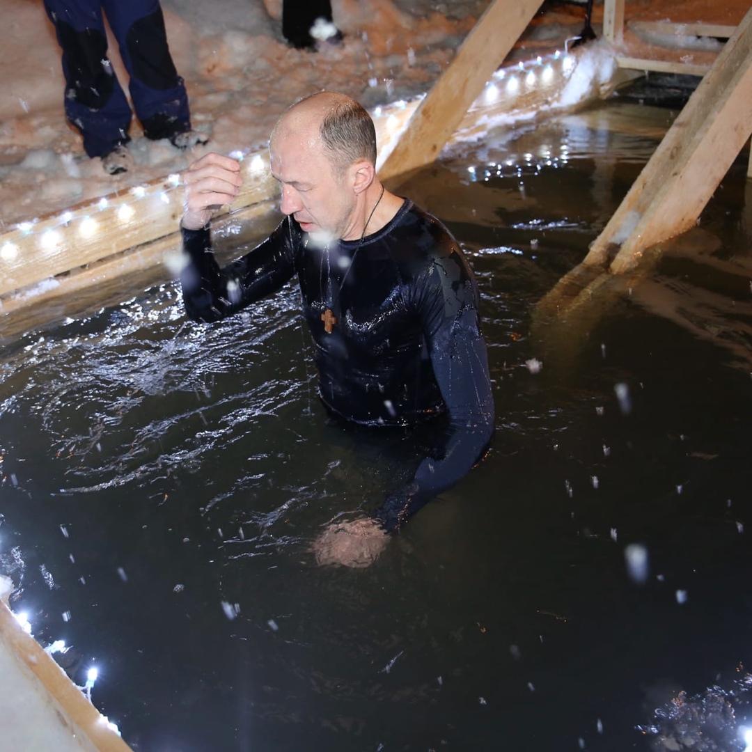 Незабываемые ощущения алтайский губернатор окунулся прорубь праздник Крещения