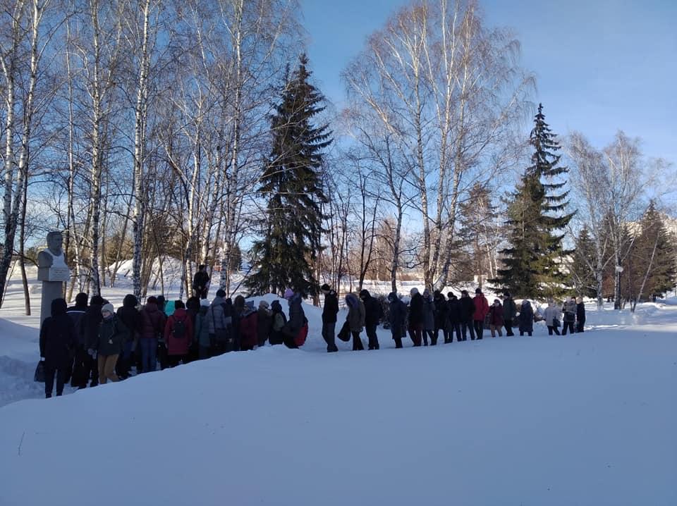 Более барнаульцев вышли экскурсию площади Сахарова после анонса размена зеленой зоны корпус АлтГУ