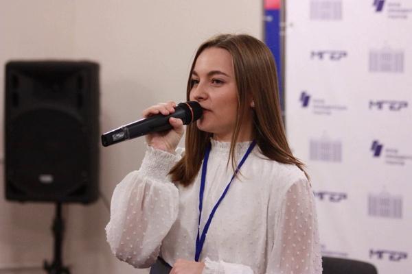 Студентка опытом праймериз АКЗС заняла пост руководителя алтайских молодогвардейцев
