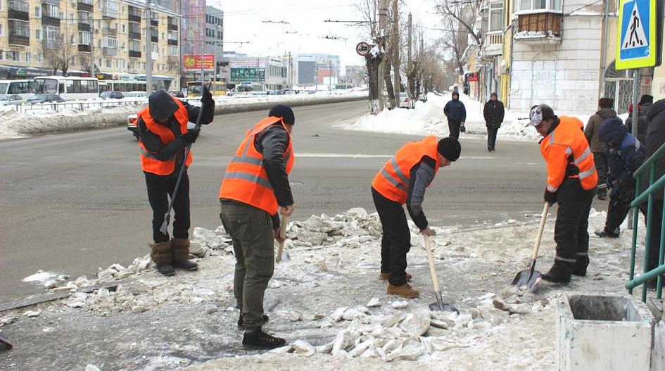 Барнаульские власти вывели уборку снега отряд бесплатной рабсилы числа осужденных