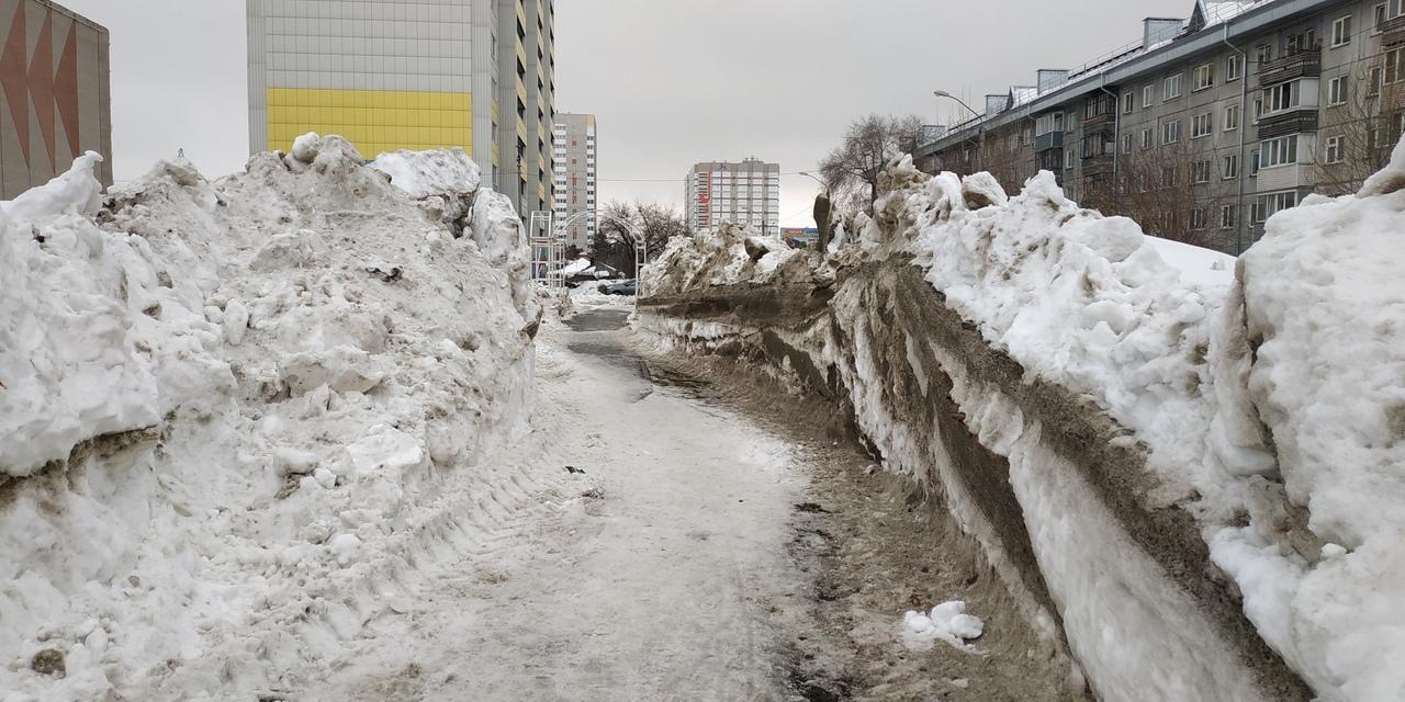 Мэрия Барнаула наскребла денег прорыв сугробов улицы Молодежной после жалобы горожан губернатору