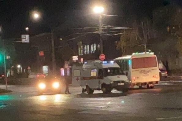 В Бийске объявили розыск убившего ранившего случайных прохожих вооруженного мужчины камуфляже