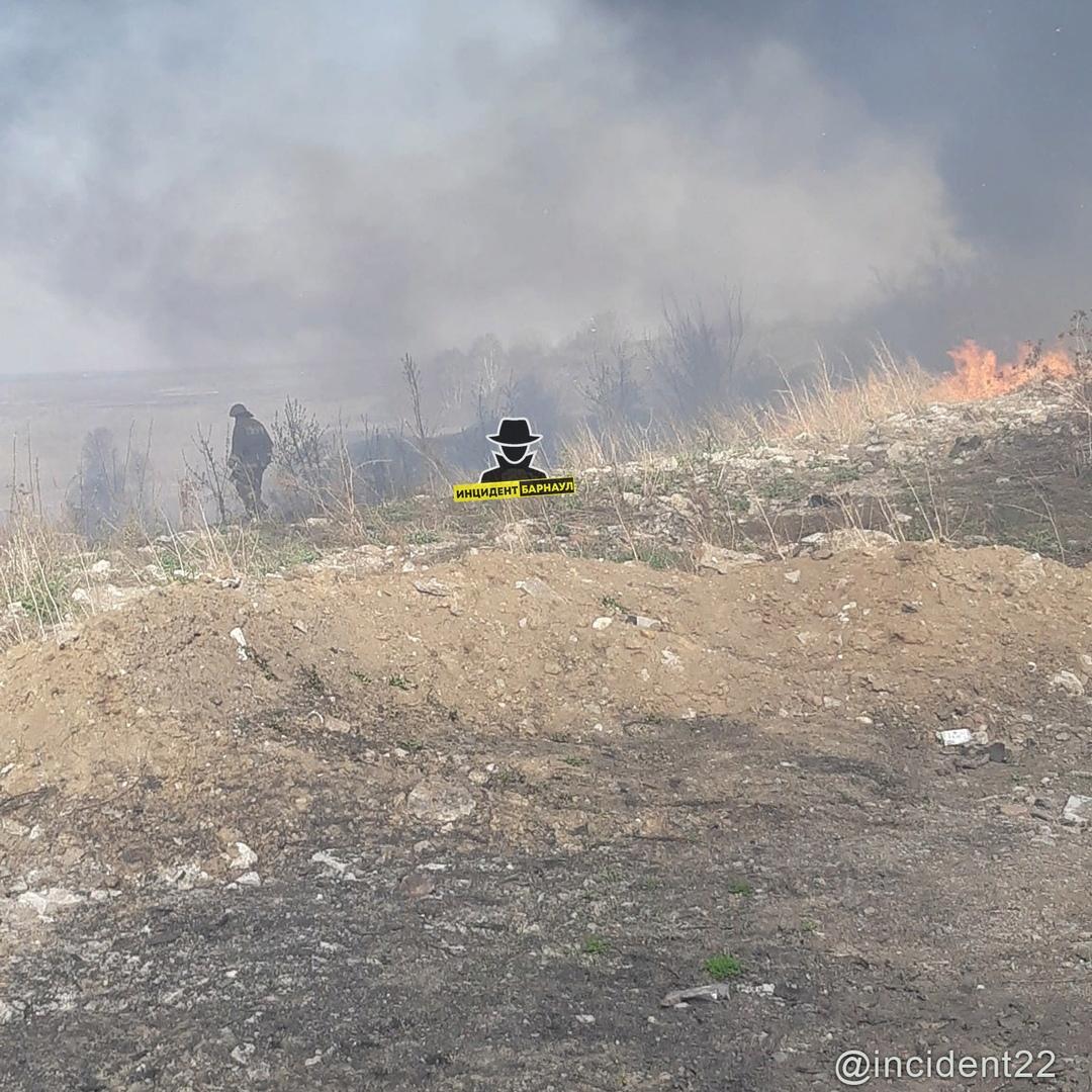 Токсичный от очередного возгорания бывшем Сажевом заводе напугал жителей Барнаула