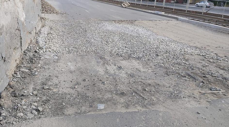 Мэрия Барнаула раскритиковала подразделение за развороченную после ремонта сетей дорогу