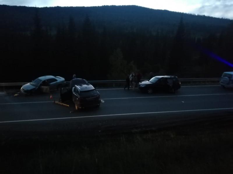 Туристка Lexus устроила лобовое с пострадавшими алтайской трассе