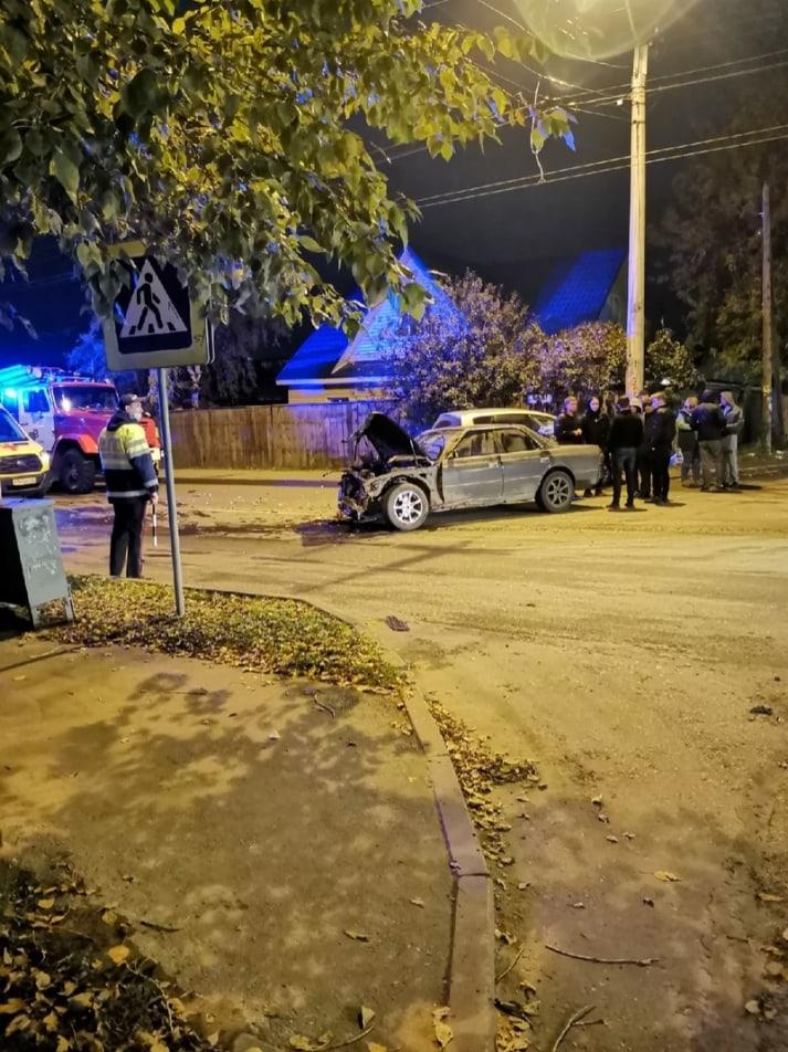 Пассажир пострадал лобовом столкновении автомобилей барнаульском перекрестке