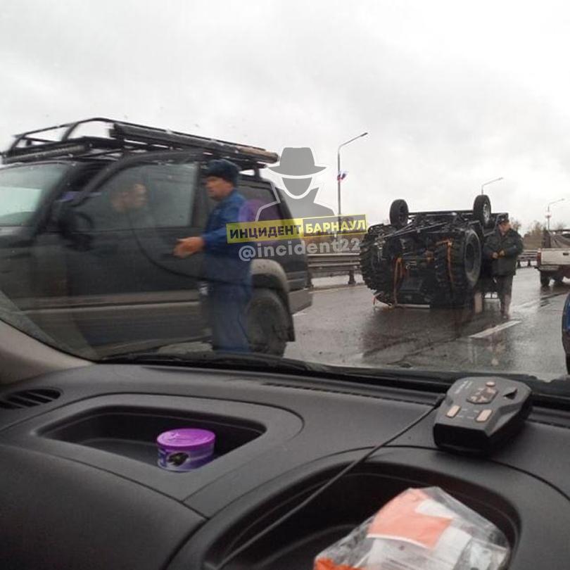 Переходившая дорогу красный жительница Барнаула продолжила серию с пострадавшими пешеходами