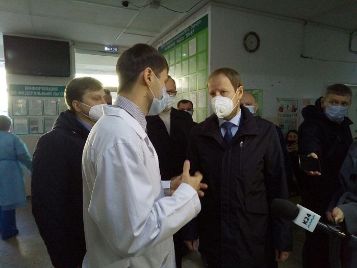 Все претензии сводятся одному Виктор Томенко начал ревизию алтайских медучреждений после жалоб очереди