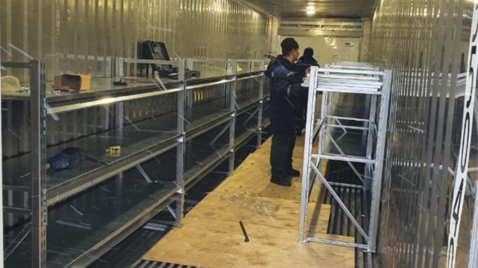 Холодильник трупов поставили возле прославившейся завалами больницы Барнаула обновлено
