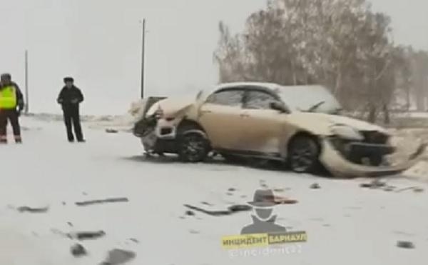 Пассажирка иномарки скончалась больнице после лобового с фурой алтайской трассе