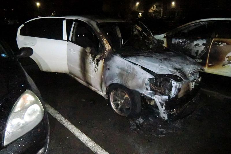 Полицейские задержали поджигателя припаркованной барнаульского подъезда иномарки