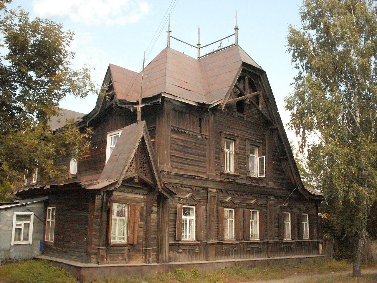 Мэрия Барнаула решила забрать безответственных собственников разрушающийся дом-памятник