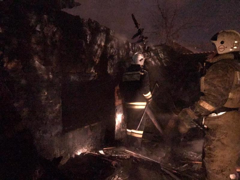 Пожарные нашли пепелище частного жилого дома Барнауле труп мужчины