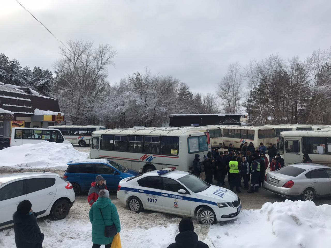 Водители бийских автобусов устроили забастовку из-за расчищенных дорог городе