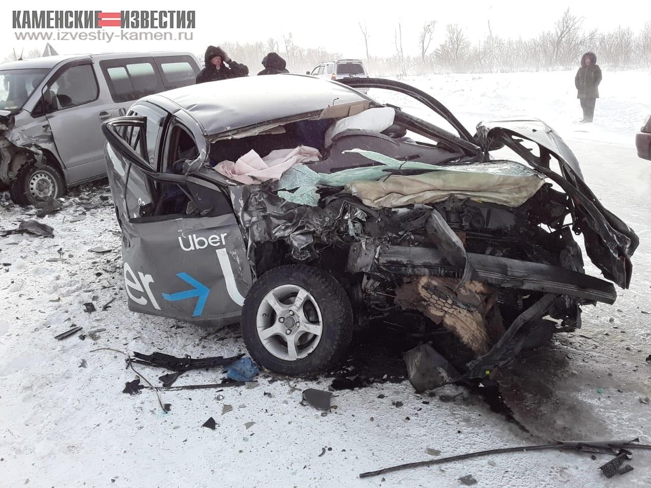 Водитель пассажир такси погибли лобовом столкновении авто алтайской трассе