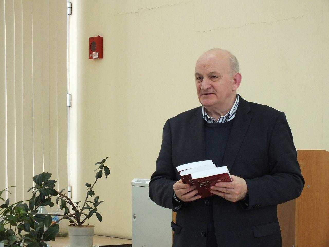 Ушел жизни алтайский ученый один разработчиков Конституции Валерий Невинский обновлено