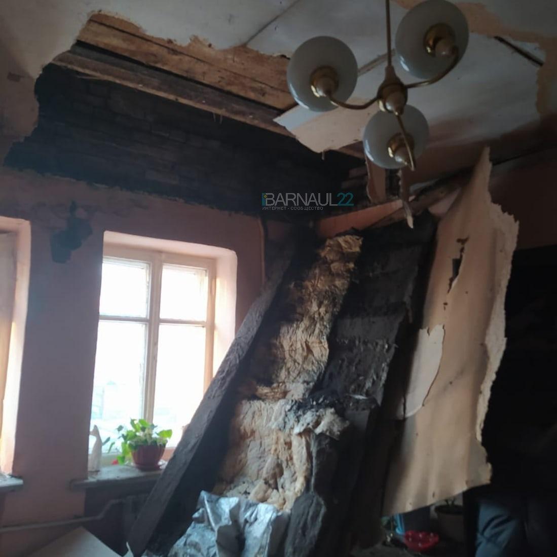 Не дождавшиеся расселения жильцы аварийного дома Барнауле чудом пострадали обрушении потолка обновлено