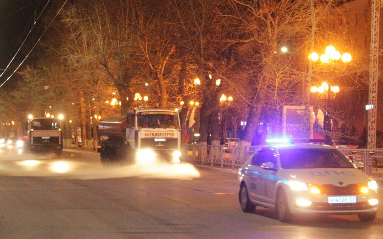Без химии мэрия Барнаула отчиталась первой 2021 году проливке городских улиц