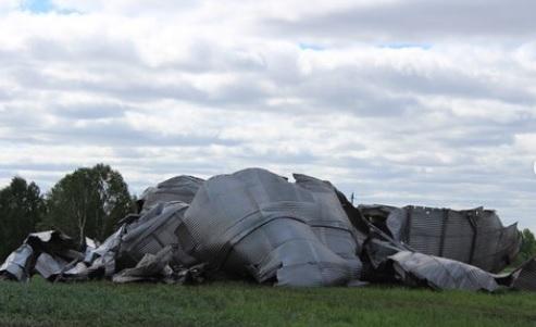 Обрушившийся алтайское село ураган смел постройки мощности крупного сельхозпредприятия