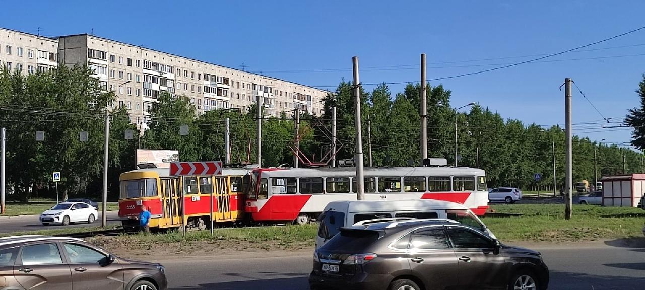 Трамвайное движение парализовало Барнауле из-за столкновения двух вагонов