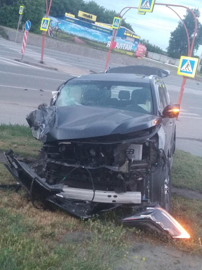 Столбы невнимательность водителей стали причиной нескольких в Барнауле