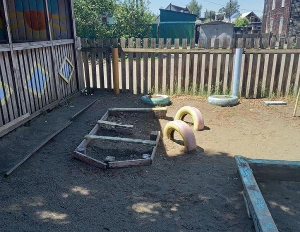 Жители бийского Заречья пожаловались Сети разрушающийся детский из советского прошлого
