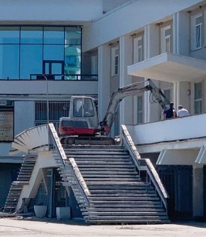 Барнаульцы приняли ремонт аварийного крыльца начало сноса Речного вокзала