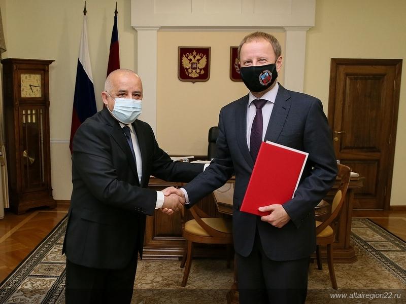 Правительство Алтайского края готово помочь Таджикистану возрождении традиций обучения русскому языку