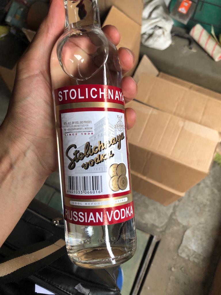 Силовики накрыли партию контрафактной водки одном гаражей Барнаула