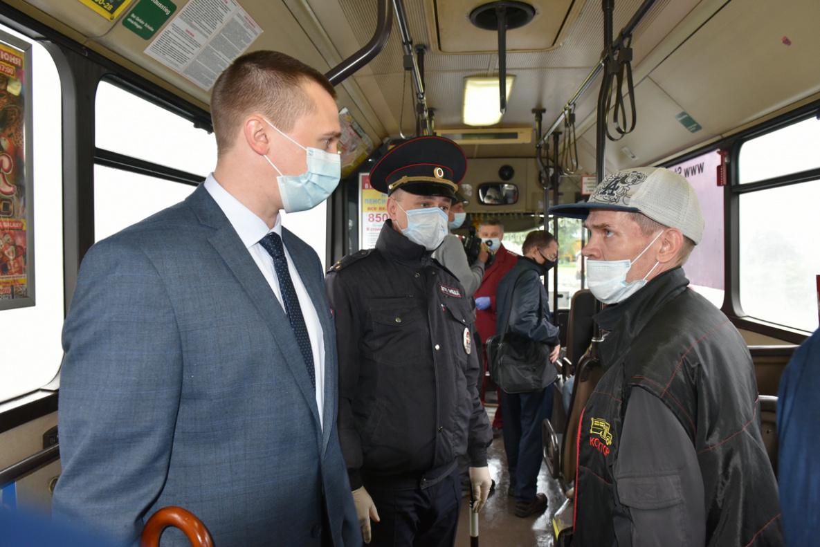 Мэрия Барнаула объявила возобновлении облав антимасочников общественном транспорте