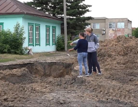 Власти одного районов Алтайском крае полгода могут избавить сельчан коммунальных окопов