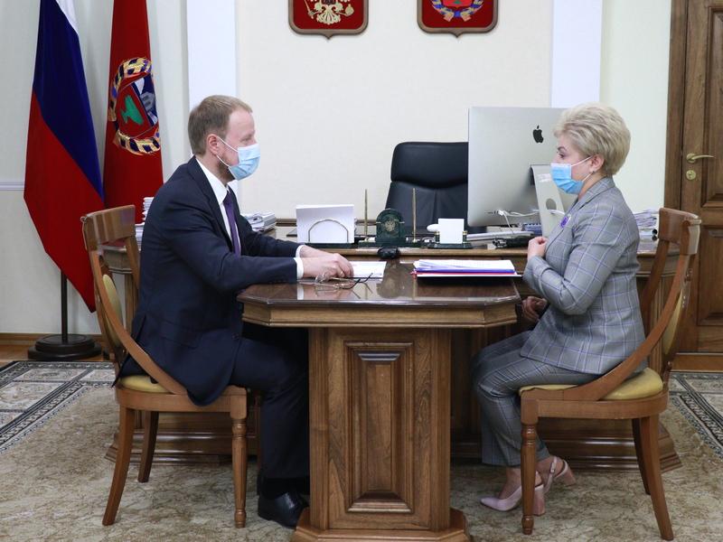 Кампания ковидного режима Виктор Томенко обсудил председателем Крайизбиркома подготовку выборам Алтае