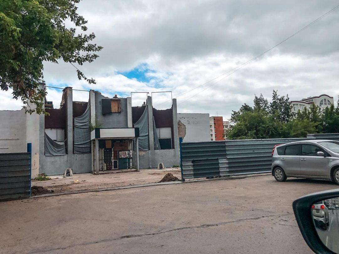 Никто вернется 2007 в Барнауле началась реконструкция бывшего здания легендарного клуба Зебра