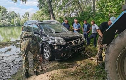 В алтайской реке обнаружили затопленный внедорожник двумя трупами
