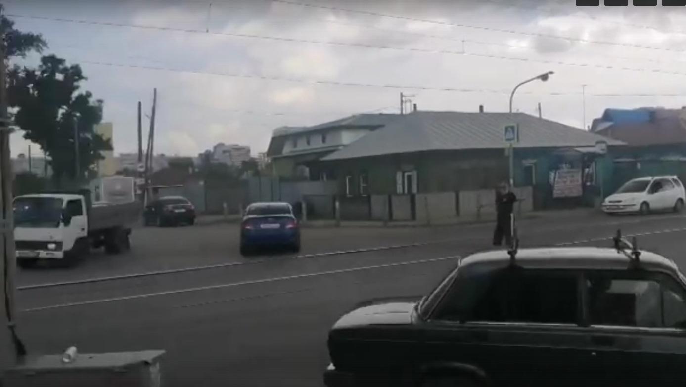 В Барнауле ходе коммунальных работ повредили магистральный газопровод