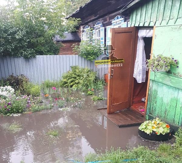 Ливневки спасли старый центр Барнаула всепоглощающего потопа после мощного дождя