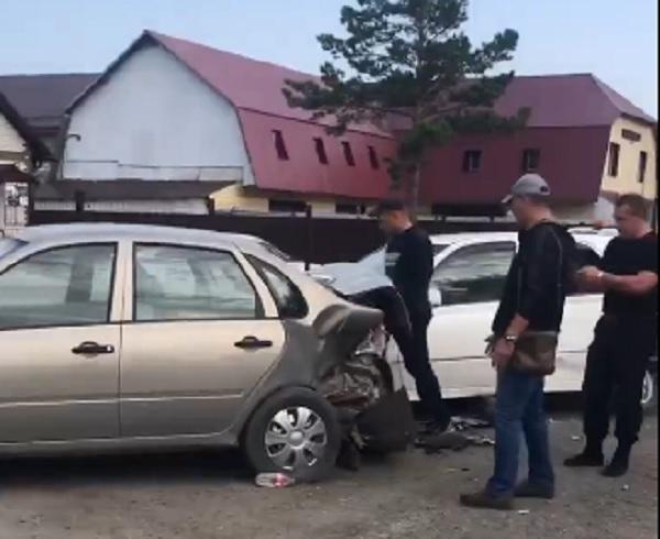 Пьяный барнаулец Mazda смял несколько авто парковке возле здания ГИБДД