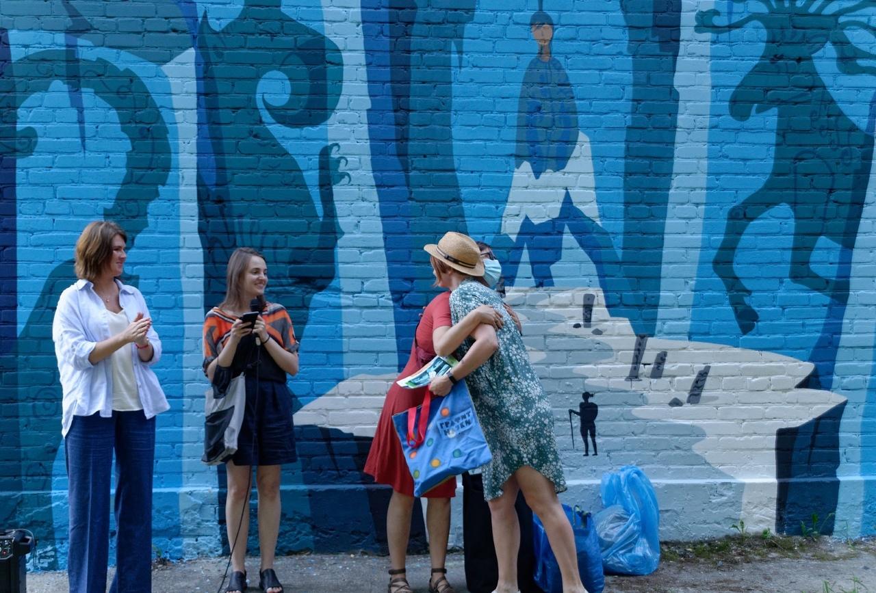 В Новосибирске решат судьбу граффити алтайской принцессой Укока после скандала виселицей
