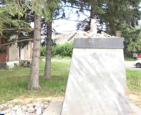 Осталась одна голова алтайском селе разрушили памятник Ленину