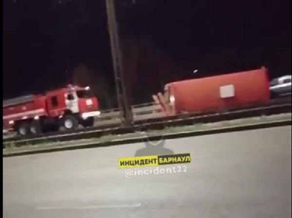 Женщина иномарке перевернула пассажирский автобус Барнауле
