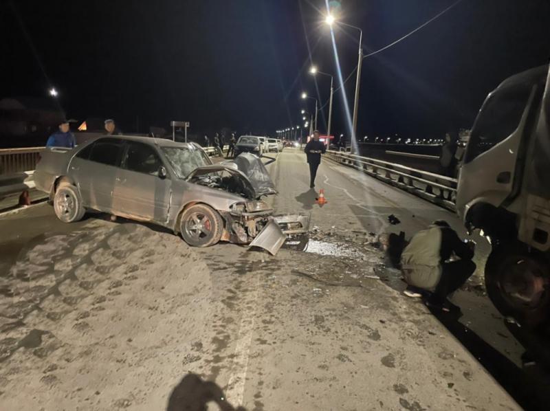 Один человек погиб трое пострадали лобовом столкновении грузовика иномарки алтайской трассе
