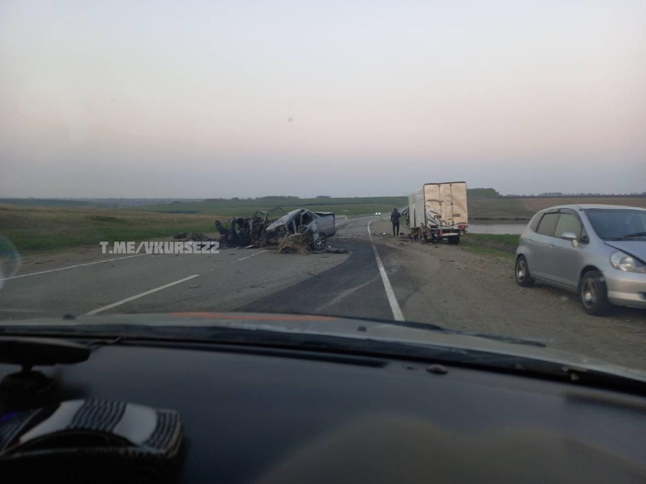 В Калманском районе молодой водитель ВАЗа погиб лобовом столкновении иномаркой